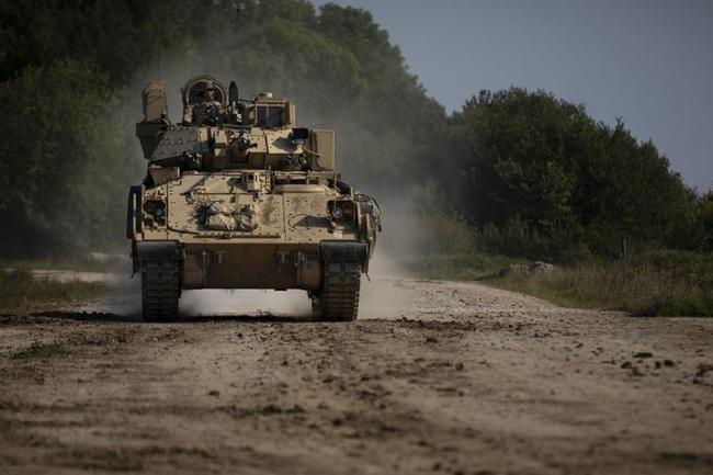Ngỡ ngàng xe tăng Nga, Mỹ cùng xuất hiện trên một chiến trường - Ảnh 3.