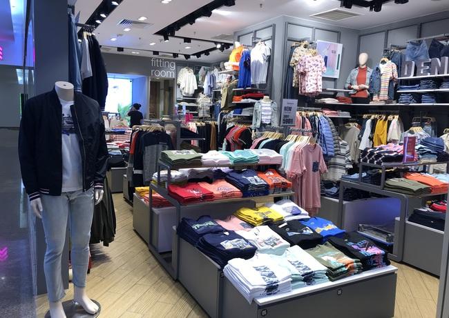 Ngày Độc thân ở trung tâm thương mại: Giảm giá cũng như không, khách thờ ơ xem rồi đi - Ảnh 6.