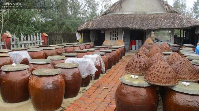 """Quảng Nam: """"Con đẻ"""" của làng nghề nước mắm truyền thống Cửa Khe đổi đời nhờ lưu giữ vị ngọt của biển - Ảnh 2."""