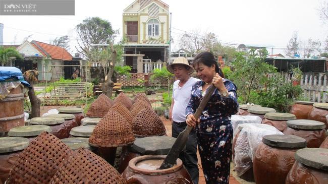 """Quảng Nam: """"Con đẻ"""" của làng nghề nước mắm truyền thống Cửa Khe đổi đời nhờ lưu giữ vị ngọt của biển - Ảnh 1."""