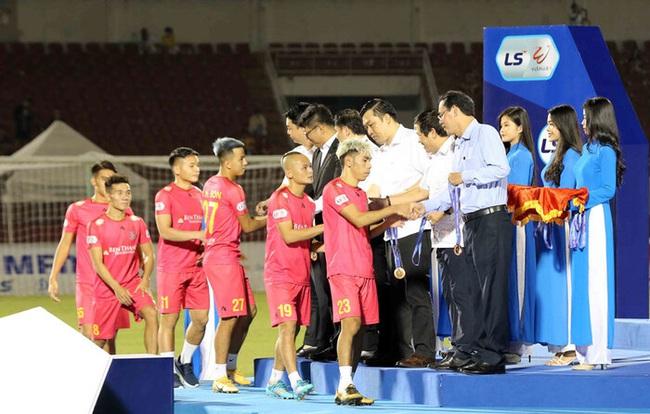 """16 cầu thủ chia tay Sài Gòn FC: """"Đội đứng thứ ba, mà như xuống hạng"""" - Ảnh 1."""