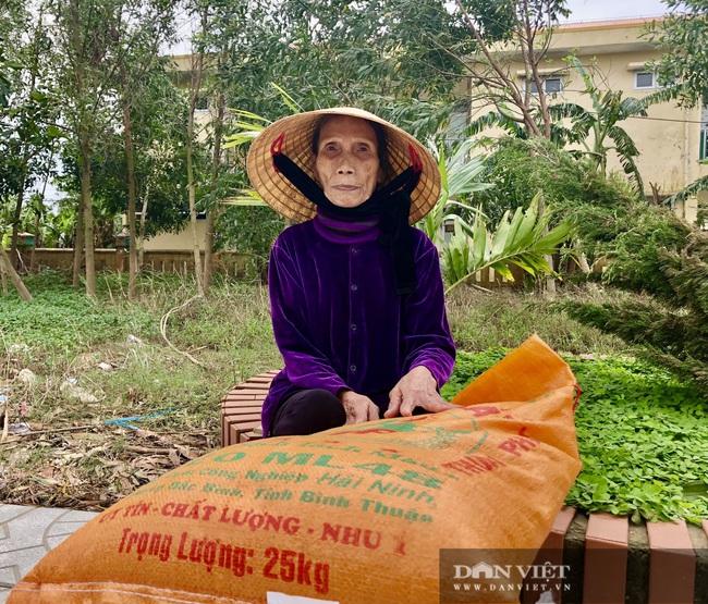 """Báo NTNN/Dân Việt hỗ trợ lúa giống, phân bón giúp bà con """"rốn"""" lũ Lệ Thủy (Quảng Bình) khôi phục sản xuất - Ảnh 4."""