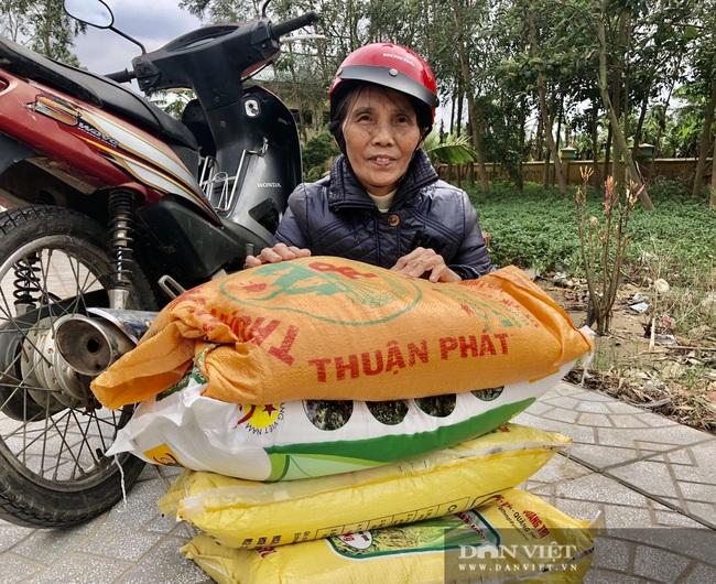 """Báo NTNN/Dân Việt hỗ trợ lúa giống, phân bón giúp bà con """"rốn"""" lũ Lệ Thủy (Quảng Bình) khôi phục sản xuất - Ảnh 6."""