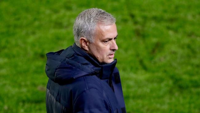 Mourinho và Tottenham bị UEFA phạt nguội.