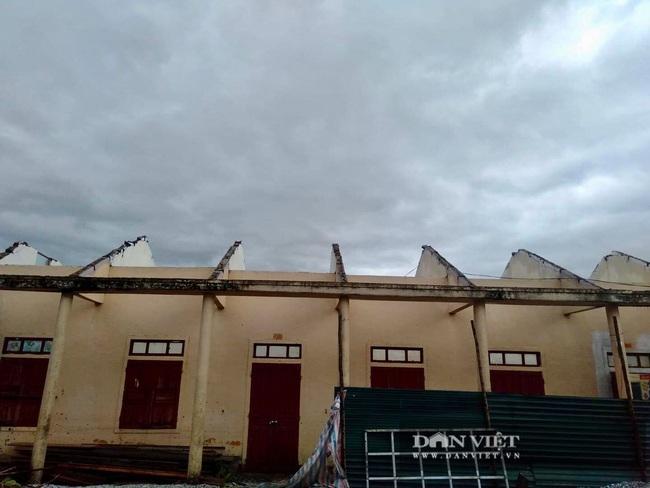 Hậu quả bão số 13 ở Quảng Bình: 8 người bị thương nặng, trường học, trạm y tế tốc mái  - Ảnh 3.