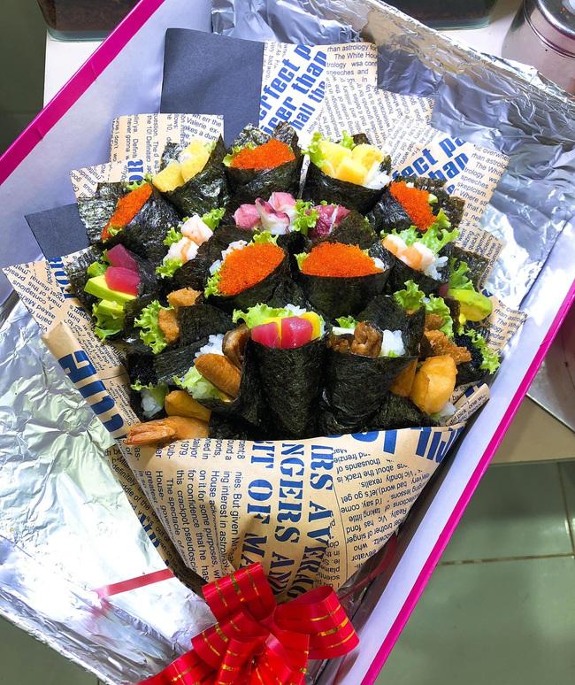 Sốt với bó hoa sushi lạ mắt, giá hơn triệu đồng tặng thầy cô 20/11 - Ảnh 2.
