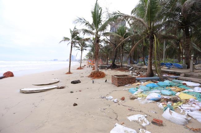 """ẢNH: Bãi biển """"đẹp nhất hành tinh"""" ngập ngụa trong rác sau bão số 13 - Ảnh 2."""