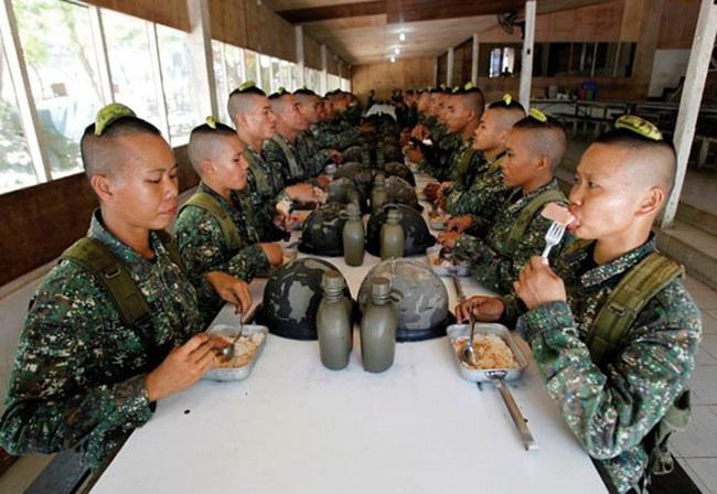 Binh lính chủ lực các nước Nga, Mỹ, Trung, Hàn... được ăn uống thế nào? - Ảnh 8.