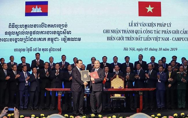 """Quan hệ Việt Nam - Campuchia có bị hưởng vì """"Campuchia xích về phía Trung Quốc""""? - Ảnh 1."""