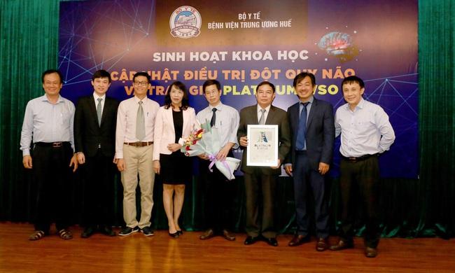 Bệnh viện T.Ư Huế nhận giải thưởng danh giá về cấp cứu, điều trị đột quỵ  - Ảnh 1.