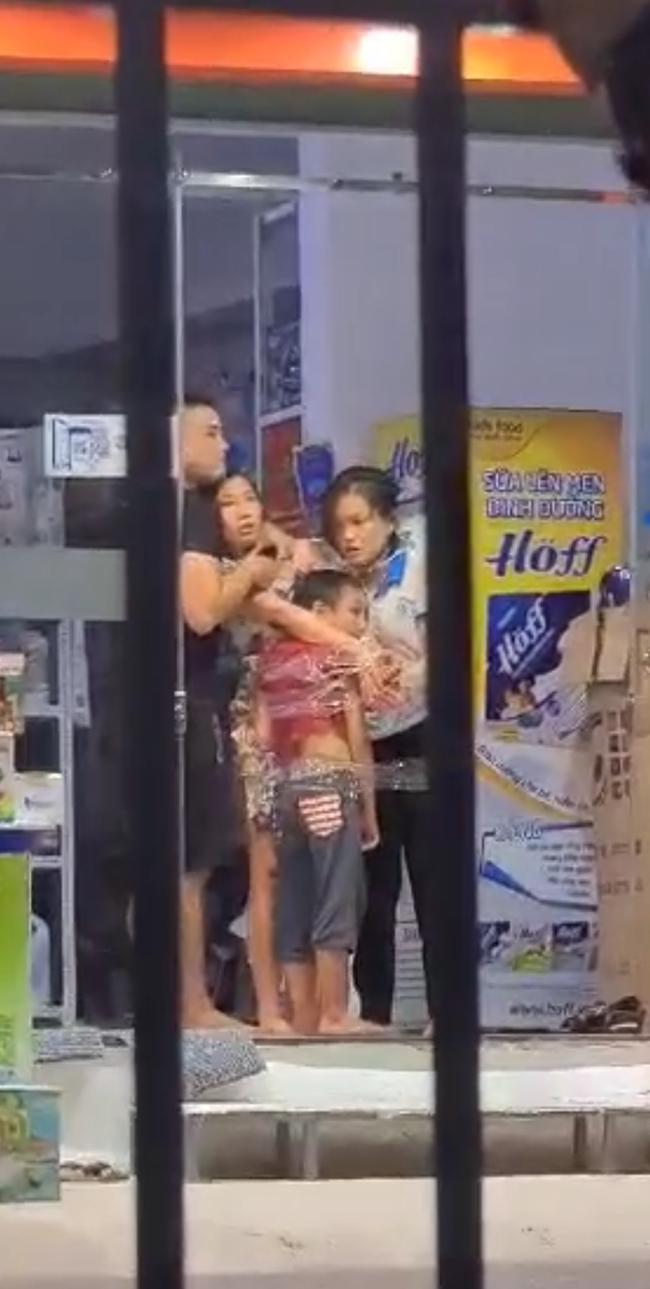 Thanh niên dùng dao khống chế 2 mẹ con cùng nữ nhân viên ở cửa hàng sữa vẫn chưa hết cơn ngáo đá  - Ảnh 2.