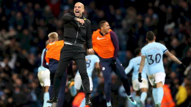 Toàn đội Man City hứng khởi sau hợp đồng mới của Pep Guardiola.