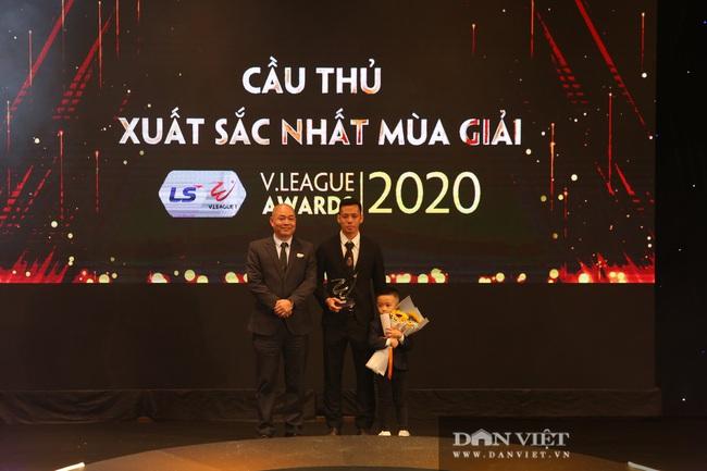 Văn Quyết nói gì khi đoạt giải Cầu thủ xuất sắc nhất V.League 2020? - Ảnh 2.