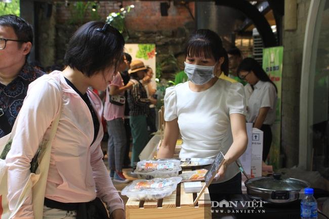 Phiên chợ organic tại Sài Gòn: Mang heo rừng hữu cơ đến xẻ thịt bán tại chỗ cho người tiêu dùng - Ảnh 9.