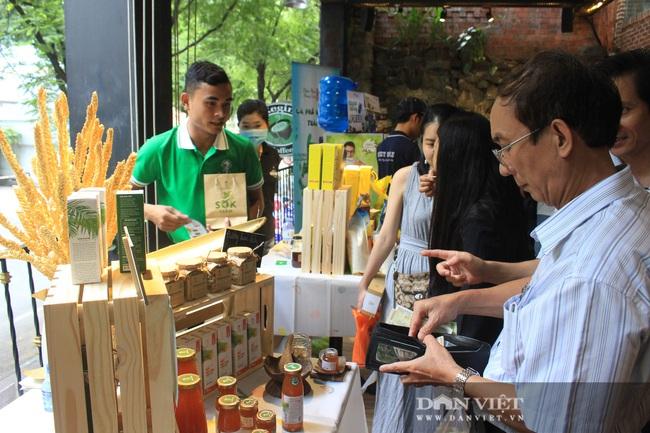 Phiên chợ organic tại Sài Gòn: Mang heo rừng hữu cơ đến xẻ thịt bán tại chỗ cho người tiêu dùng - Ảnh 4.
