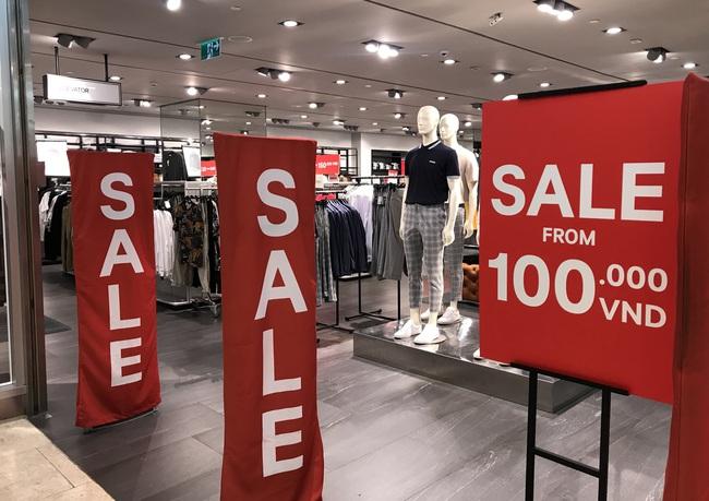"""Nhiều trung tâm thương mại tại Sài Gòn giảm giá """"khủng"""", tối đa đến 90% dịp Black Friday - Ảnh 1."""