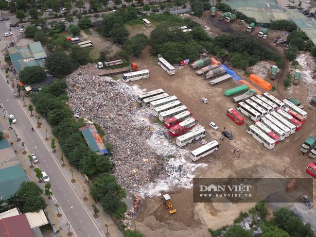 """Cận cảnh hàng trăm tấn rác """"hành"""" người dân Thủ đô - Ảnh 2."""