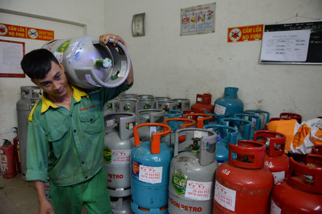 Giá gas tiếp tục tăng, tổng cộng đã tăng hơn 120.000 đồng/bình trong năm nay - Ảnh 1.