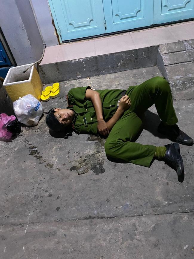 TPHCM: Trung uý Công an bị gãy tay khi khống chế kẻ ngáo - Ảnh 2.