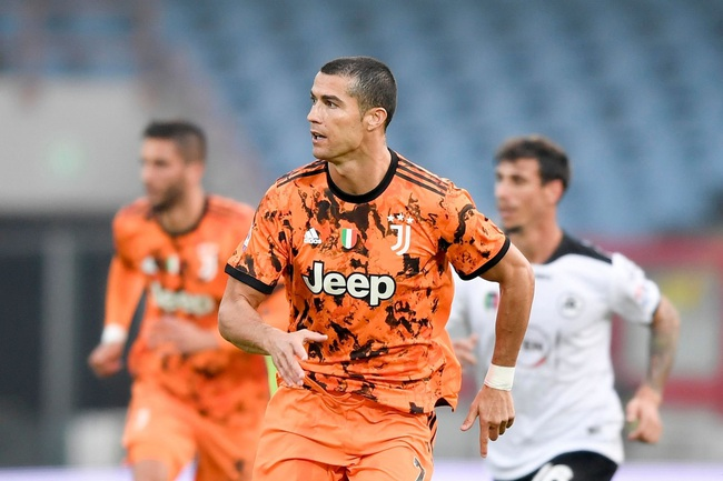 """Cựu sao Juve: """"Ronaldo là kẻ dốt nát, không tôn trọng đồng đội"""" - Ảnh 1."""