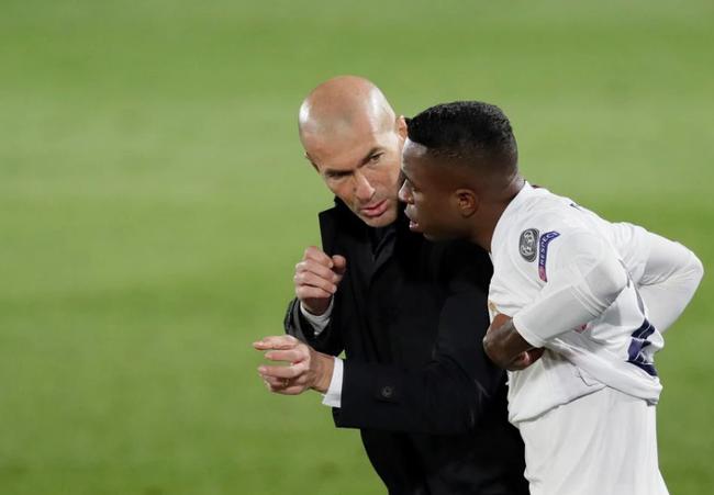 HLV Zidane và tiền đạo Vinicius