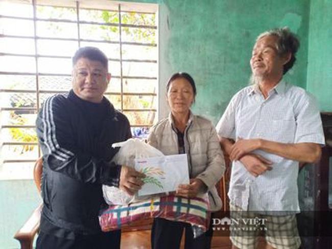 Báo NTNN tặng quà cho người dân vùng lũ Hà Tĩnh: Thăm những hộ đặc biệt khó khăn - Ảnh 11.