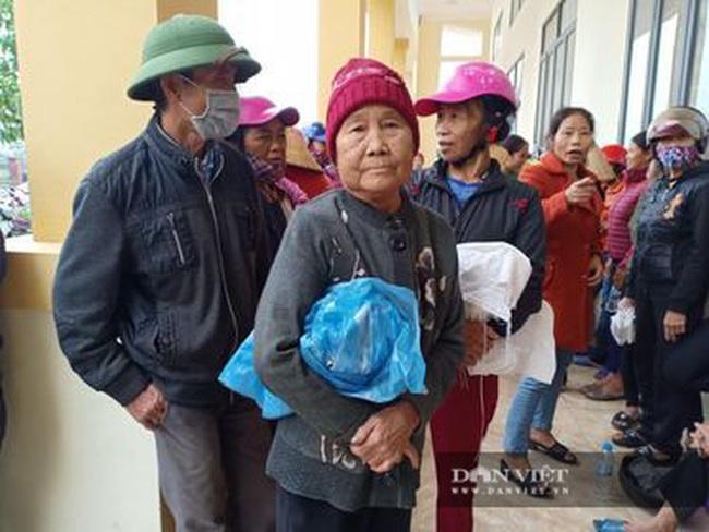 Báo NTNN tặng quà cho người dân vùng lũ Hà Tĩnh: Thăm những hộ đặc biệt khó khăn - Ảnh 12.