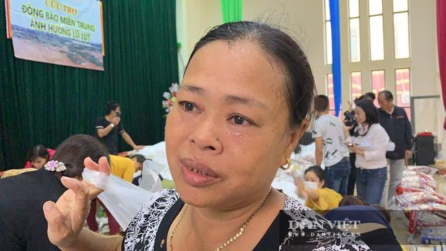Báo NTNN tặng quà cho người dân vùng lũ Hà Tĩnh: Thăm những hộ đặc biệt khó khăn - Ảnh 7.