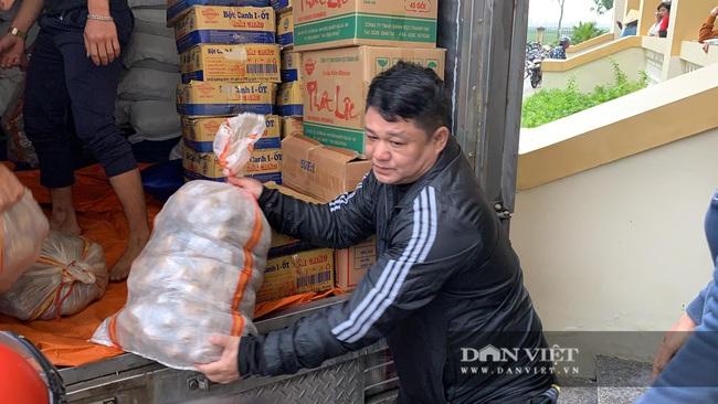 Báo NTNN tặng quà cho người dân vùng lũ Hà Tĩnh: Thăm những hộ đặc biệt khó khăn - Ảnh 9.