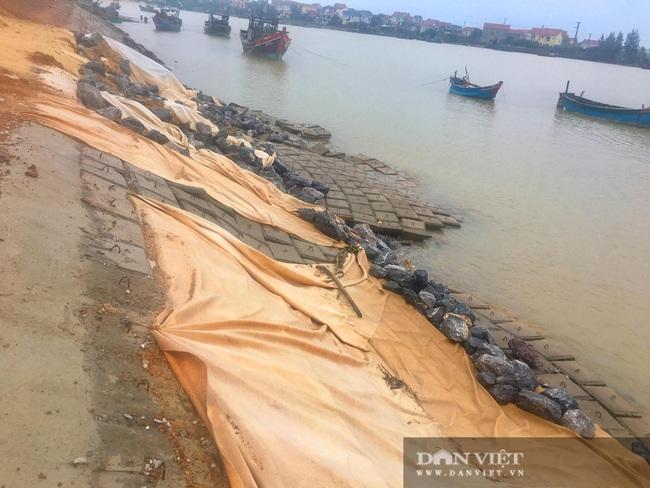 Quảng Bình: Kè biển 26 tỷ đồng thi công gây ô nhiễm môi trường, hỏng nặng sau lũ  - Ảnh 3.