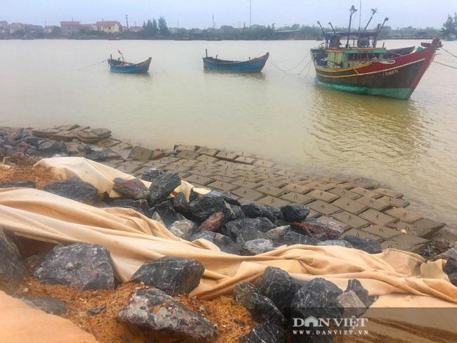 Quảng Bình: Kè biển 26 tỷ đồng thi công gây ô nhiễm môi trường, hỏng nặng sau lũ  - Ảnh 5.