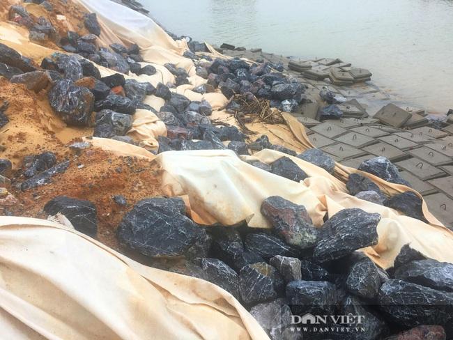 Quảng Bình: Kè biển 26 tỷ đồng thi công gây ô nhiễm môi trường, hỏng nặng sau lũ  - Ảnh 4.
