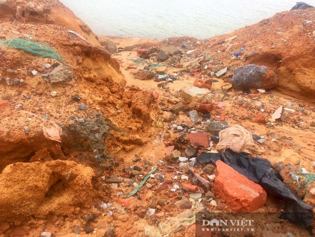 Quảng Bình: Kè biển 26 tỷ đồng thi công gây ô nhiễm môi trường, hỏng nặng sau lũ  - Ảnh 6.