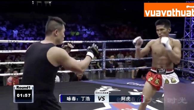 Clip: Chưa đầy 2 phút, võ sĩ MMA đã đánh cao thủ Vịnh Xuân nhập viện - Ảnh 1.