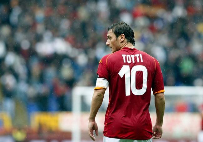 5 cầu thủ trung thành nhất của bóng đá thế giới: Có Giggs, Maldini, Totti - Ảnh 3.