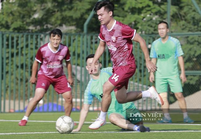 Hình ảnh bế mạc Giải bóng đá NTNN/Dân Việt lần thứ 12 - tranh Cúp Mùa Thu 2020 - Ảnh 13.