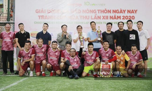 Hình ảnh bế mạc Giải bóng đá NTNN/Dân Việt lần thứ 12 - tranh Cúp Mùa Thu 2020 - Ảnh 14.