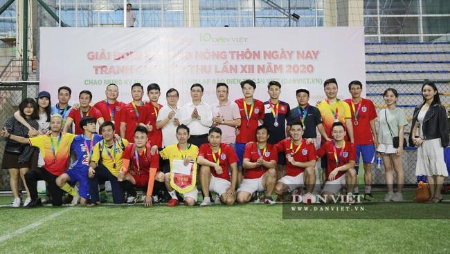 Hình ảnh bế mạc Giải bóng đá NTNN/Dân Việt lần thứ 12 - tranh Cúp Mùa Thu 2020 - Ảnh 5.