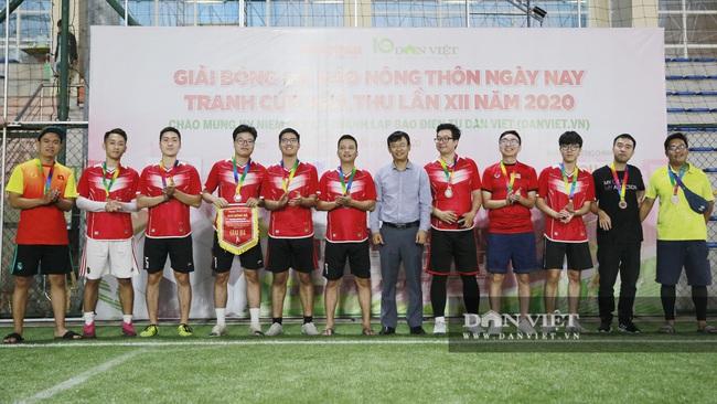 Hình ảnh bế mạc Giải bóng đá NTNN/Dân Việt lần thứ 12 - tranh Cúp Mùa Thu 2020 - Ảnh 6.