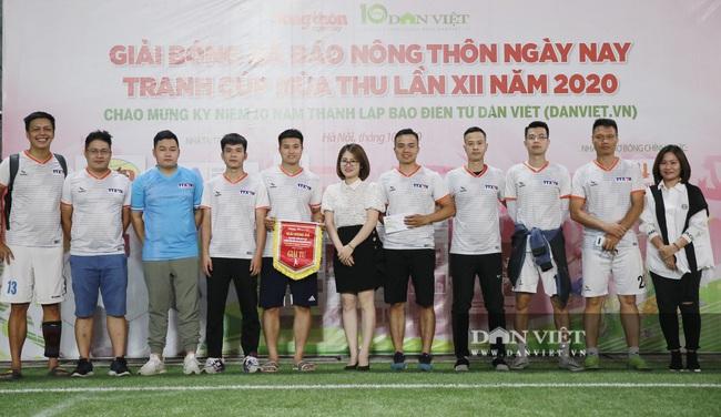 Hình ảnh bế mạc Giải bóng đá NTNN/Dân Việt lần thứ 12 - tranh Cúp Mùa Thu 2020 - Ảnh 7.