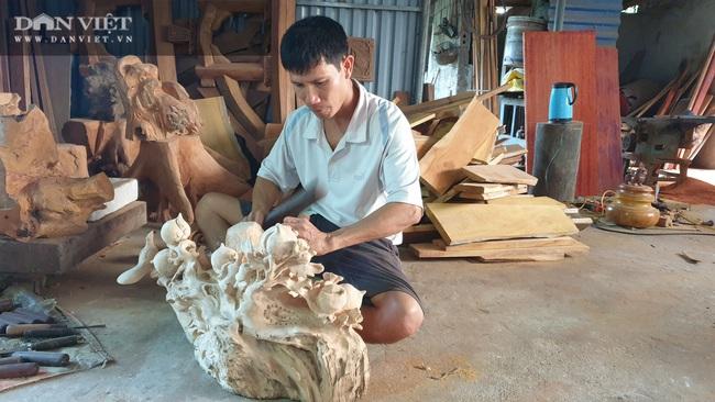 Thái Bình: Ngày bận thổi hồn cho gỗ, chiều chăm vườn cây ăn quả, 8x có thu nhập khủng   - Ảnh 1.
