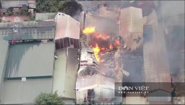 Hình ảnh cháy lớn tại ngoại thành Hà Nội - Ảnh 4.