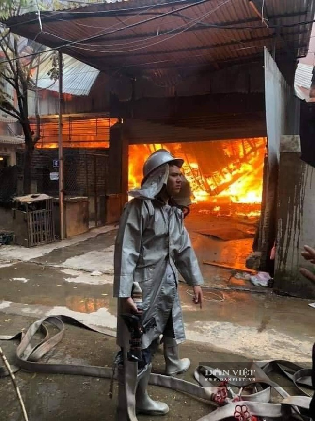 Hình ảnh cháy lớn tại ngoại thành Hà Nội - Ảnh 7.