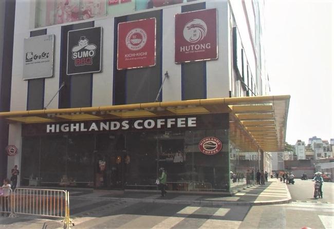 TP.HCM: Tạm dừng hoạt động quán cà phê, karaoke liên quan đến BN1347 - Ảnh 1.