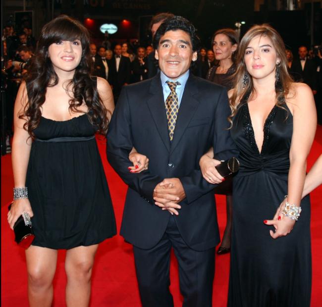 Hai cô con gái lớn của Maradona.