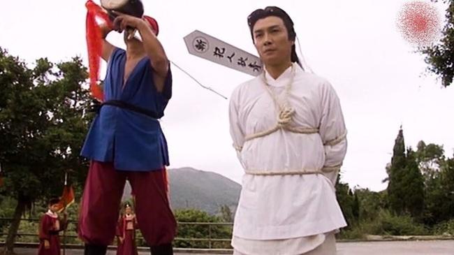 Trước khi xử tử phạm nhân, vì sao đao phủ Trung Hoa xưa lại phải phun rượu lên lưỡi đao? - Ảnh 2.
