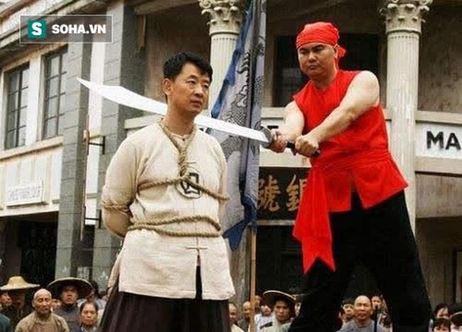 Trước khi xử tử phạm nhân, vì sao đao phủ Trung Hoa xưa lại phải phun rượu lên lưỡi đao? - Ảnh 3.