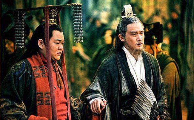 Gia Cát Lượng lâm chung, Lưu Thiện có hỏi 1 câu, Khổng Minh nghe xong bàng hoàng nhận ra con người thật của đối phương - Ảnh 1.