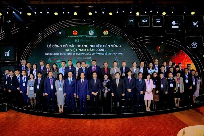 Công ty Giấy Lee & Man được vinh danh Top 100 Doanh nghiệp bền vững tại Việt Nam trong 3 năm liên tiếp  - Ảnh 1.