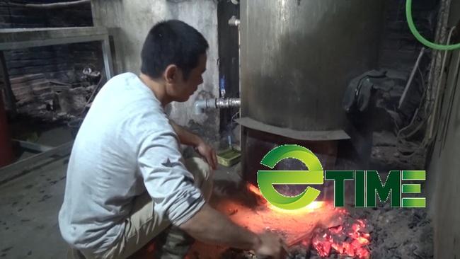 Yên Bái: Anh nông dân nấu thứ nước cay cay lấy bã nuôi lợn mà mỗi năm thu trên 200 triệu đồng - Ảnh 3.